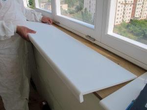 Установка подоконников на пластиковые окна